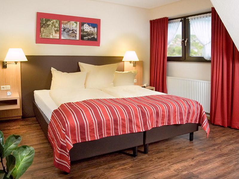 http://www.hotel-hauer.de/wp-content/uploads/2016/02/Hotel_Hauer_Room_01_2017.jpg